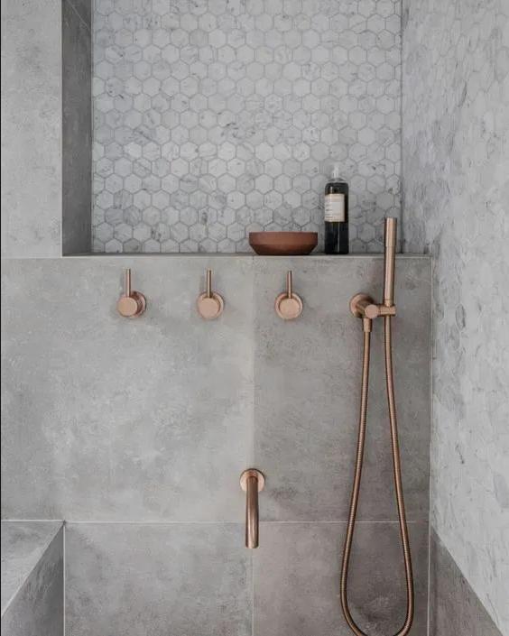 griferia de cobre en el baño